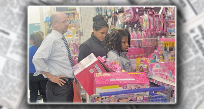 300 children receive $100 gift cards for holiday shopping spree at local toy store