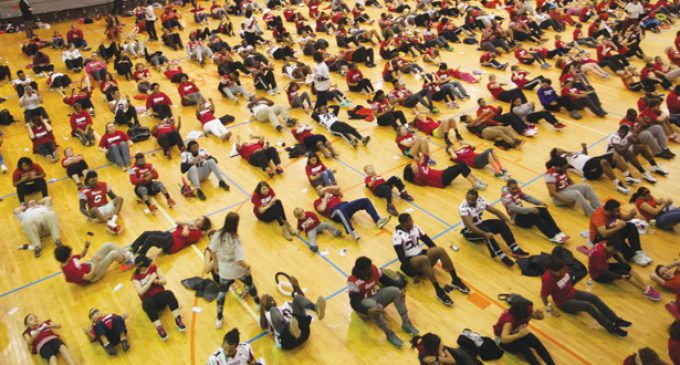Red H.E.A.R.R.T and 414 participants break Guinness record for largest group doing sit-ups