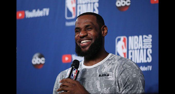 NBA free  agency sets  off with  a bang