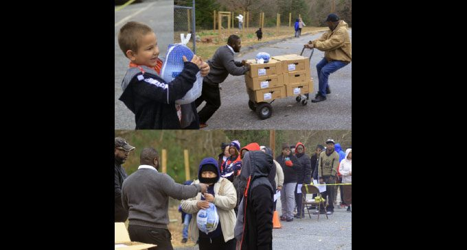 Community 'gobbles up'  700 turkeys  at giveaway